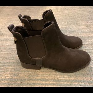 Steve Madden suede Chelsea boots